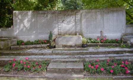 Grove Park Cemetery WW2 War Memorial